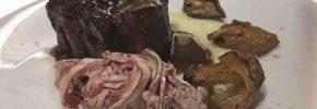 Maialino glassato al Cabernet di Atina, patate affumicate, remoulade di verza e shiitake