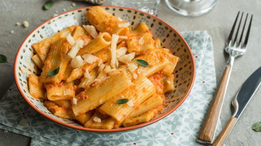 Rigatoni integrali con crema di peperoni