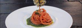 Spaghettoni al San Marzano su morbido di Bieta Selvatica