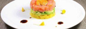 Tartare di salmone norvegese al mango, avogado, passion fruit e alchechengi
